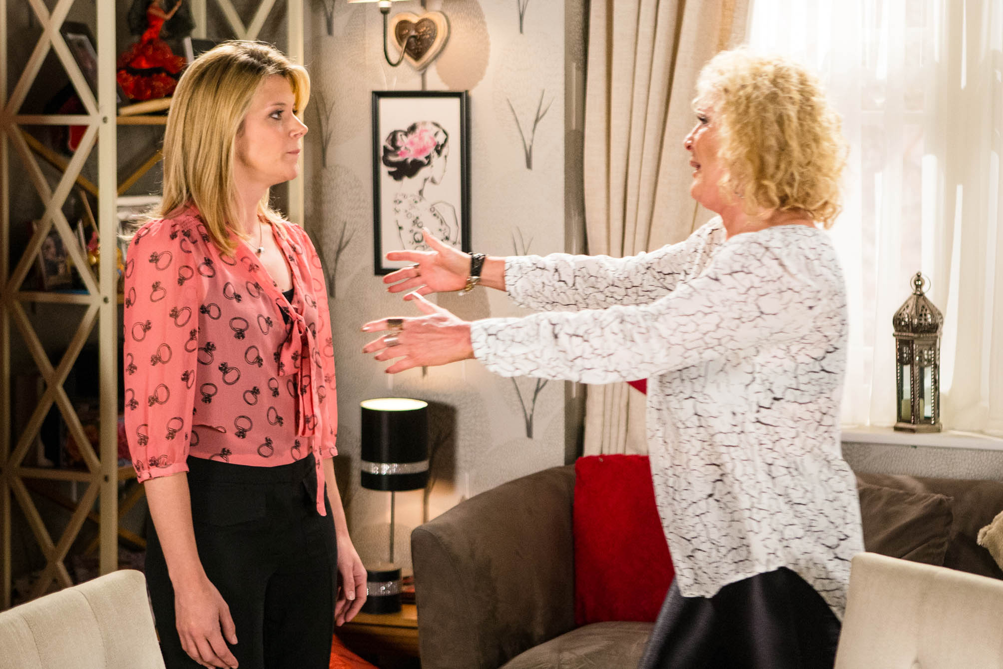 FROM ITV STRICT EMBARGO - NO USE BEFORE TUESDAY 9 AUGUST 2016 Coronation Street - Ep 8970 Wednesday 17 August 2016 Leanne Tilsley [JANE DANSON] calls to see Amy, Liz McDonald [BEVERLEY CALLARD] refuses to let her in and glancing at Leanne's stomach, explains Amy has chickenpox. Leanne realises with horror Liz knows she's pregnant. Leanne pours her heart out to Liz and explains how she wishes she could be with Nick but it's impossible as she's carrying Steve's baby. Reaching a decision, Leanne announces that from now on, the baby is her only priority. Picture contact: david.crook@itv.com on 0161 952 6214 Photographer - Mark Bruce This photograph is (C) ITV Plc and can only be reproduced for editorial purposes directly in connection with the programme or event mentioned above, or ITV plc. Once made available by ITV plc Picture Desk, this photograph can be reproduced once only up until the transmission [TX] date and no reproduction fee will be charged. Any subsequent usage may incur a fee. This photograph must not be manipulated [excluding basic cropping] in a manner which alters the visual appearance of the person photographed deemed detrimental or inappropriate by ITV plc Picture Desk. This photograph must not be syndicated to any other company, publication or website, or permanently archived, without the express written permission of ITV Plc Picture Desk. Full Terms and conditions are available on the website www.itvpictures.com