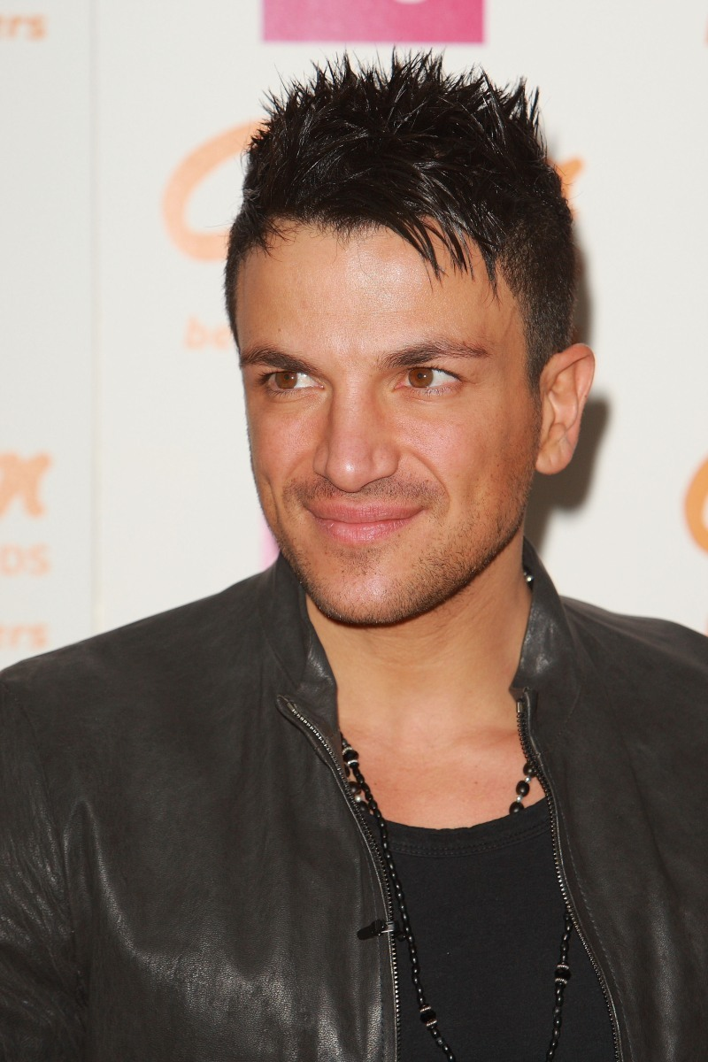 February 5, 2011: Peter Andre's first personal appearance signing session of 2011 at Clinton Cards at 0Bluewater Shopping Centre in Kent. NON EXCLUSIVE WORLDWIDE RIGHTS Pictures by : Flynet © 2011 Tel : +44 20 7510 9535 Email : info@flynetpictures.co.uk