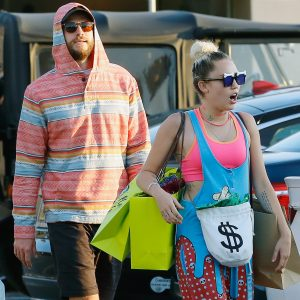 Picture Shows: Liam Hemsworth, Miley Cyrus August 21, 2016 * Min £250 Per Pic For Mags * Actress and singer Miley Cyrus buys a gift for her fiance Liam Hemsworth, as the pair are seen out shopping with friends in Malibu, California. Miley removed the tags from a striped sweatshirt, which Liam wore out. * Min £250 Per Pic For Mags * Exclusive UK RIGHTS ONLY Pictures by : FameFlynet UK © 2016 Tel : +44 (0)20 3551 5049 Email : info@fameflynet.uk.com