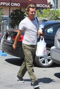 Picture Shows: Gavin Rossdale September 10, 2016 Gavin Rosedale is spotted leaving the Belwood Bakery in Studio City, California. The musician, whose divorce from wife Gwen Stefani was finalized earlier this year, loaded some shopping bags into the car where his son Zuma was waiting. Non Exclusive UK RIGHTS ONLY Pictures by : FameFlynet UK © 2016 Tel : +44 (0)20 3551 5049 Email : info@fameflynet.uk.com