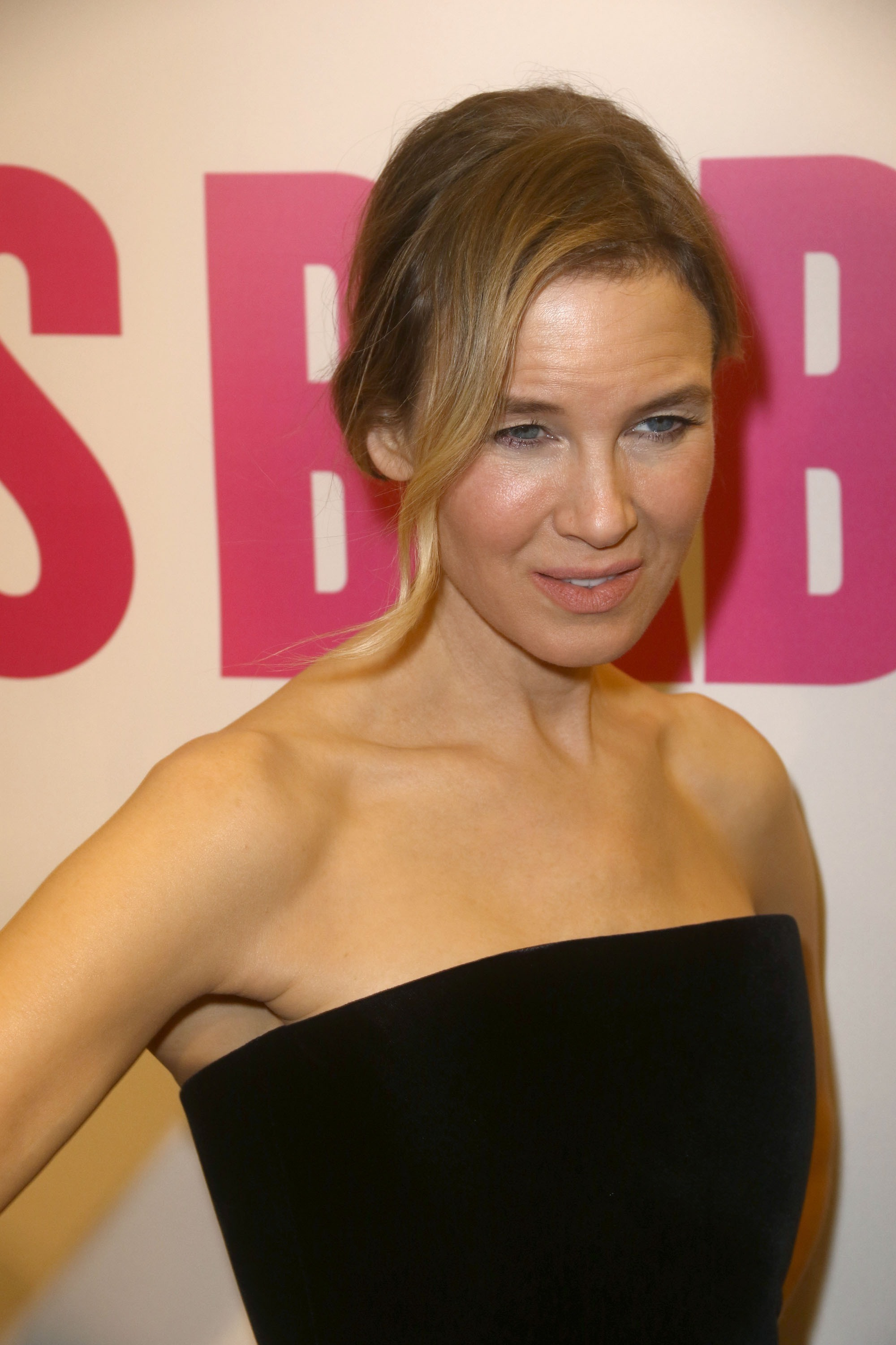 Picture Shows: Renee Zellweger September 12, 2016 Celebrities at the 'Bridget Jones's Baby' premiere at the Paris Theater in New York, New York. Non Exclusive UK RIGHTS ONLY Pictures by : FameFlynet UK © 2016 Tel : +44 (0)20 3551 5049 Email : info@fameflynet.uk.com