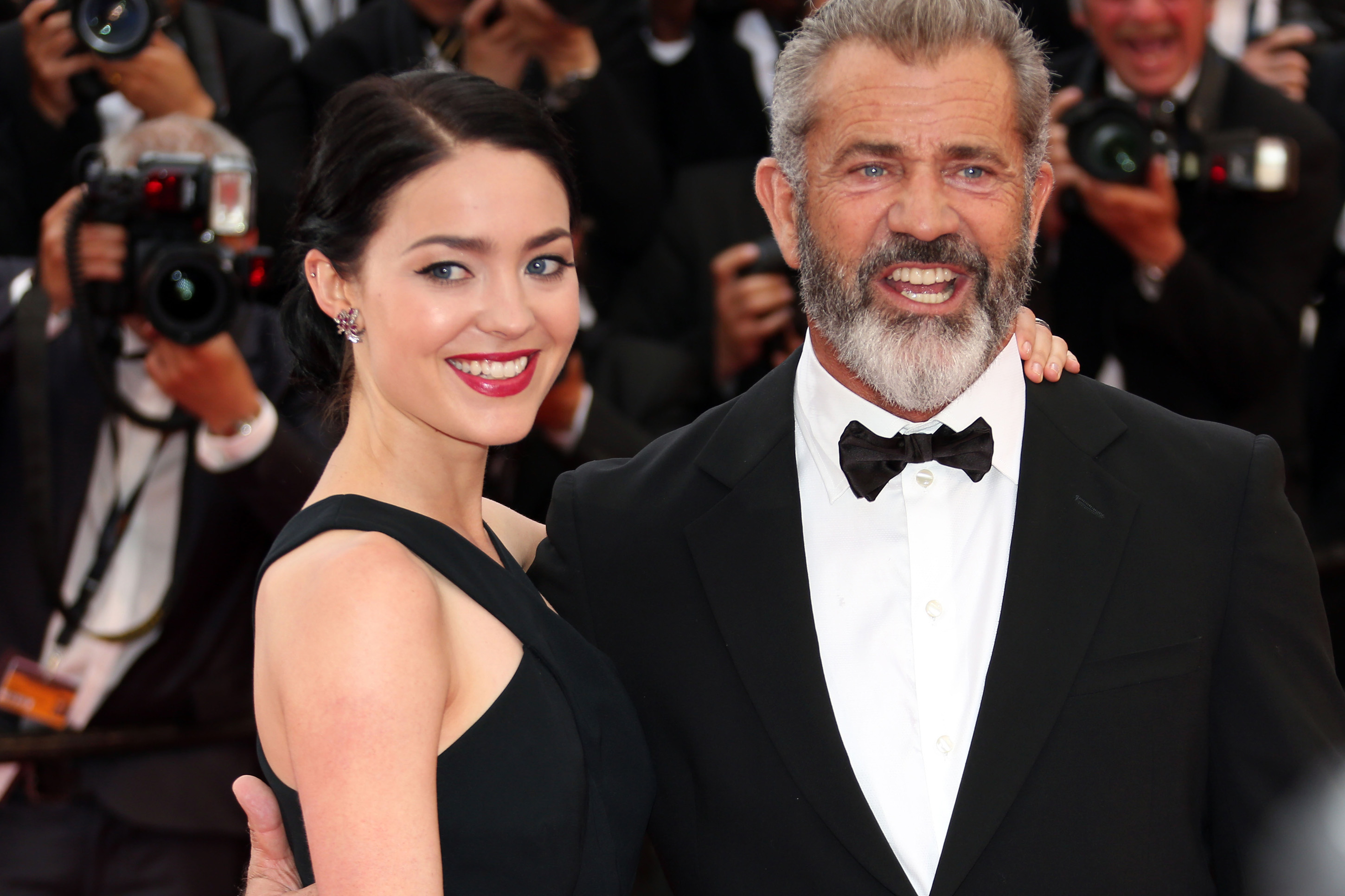 60-year-old Mel Gibson will be the father for the ninth time 09/17/2016 77