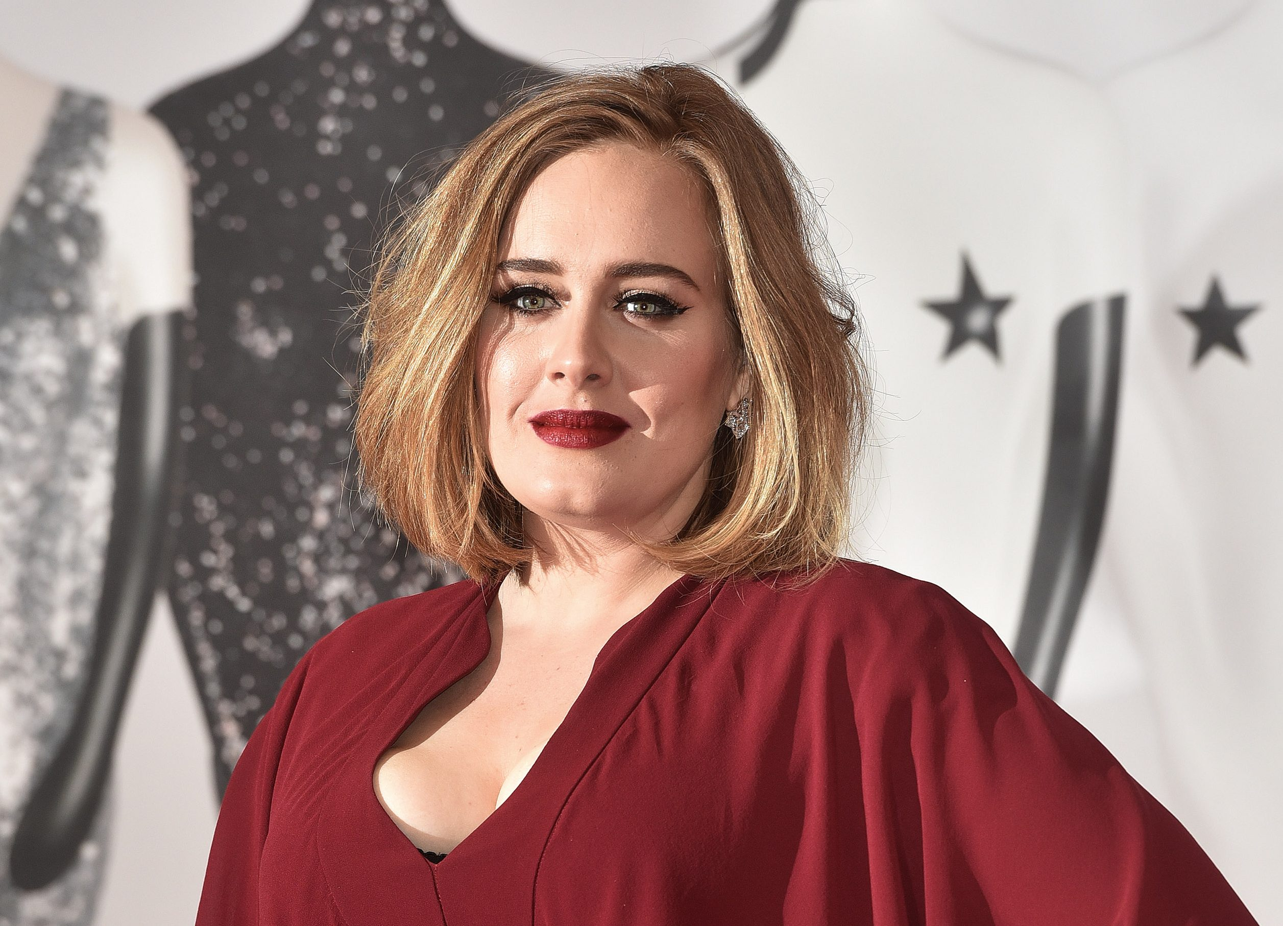 Adele invited impersonator on stage with her to sing 'Rumour Has It'