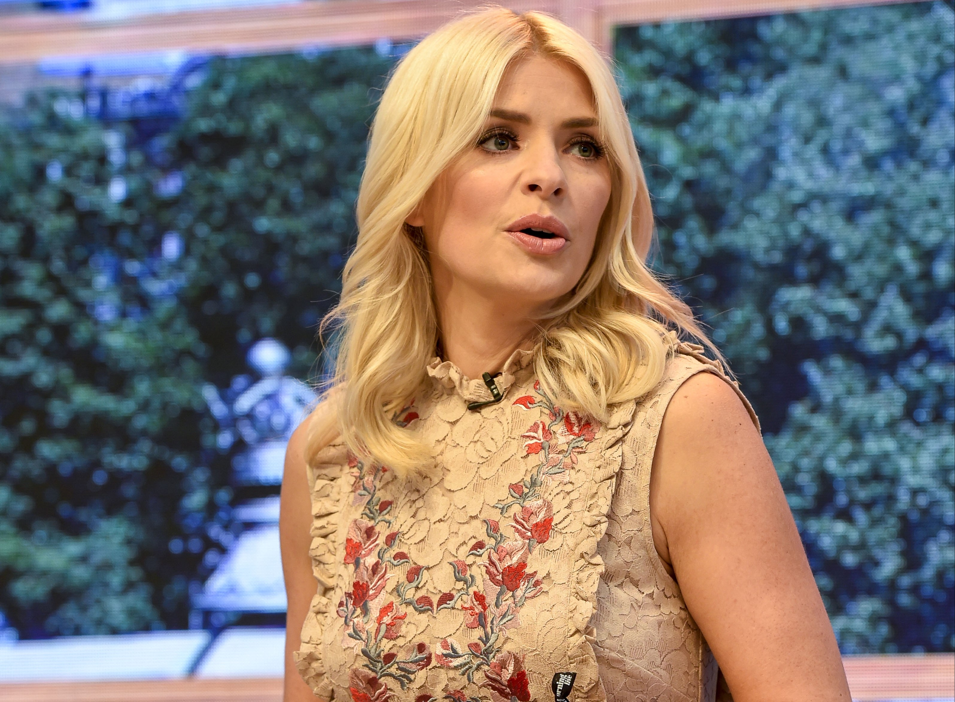 """Holly Willoughby's fans swoon over her """"foxy"""" dad"""