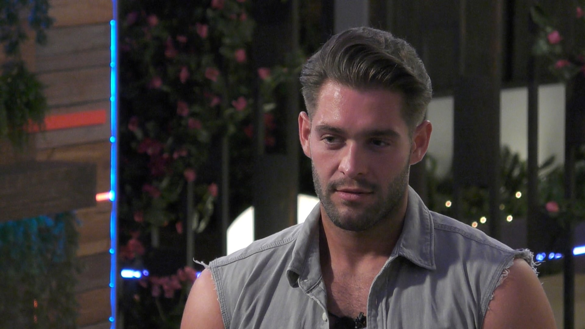 Love Island's Jonny responds to 'possessive and controlling' claims