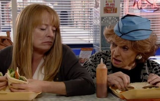 Coronation Street fans go wild for Rita's boozy behaviour