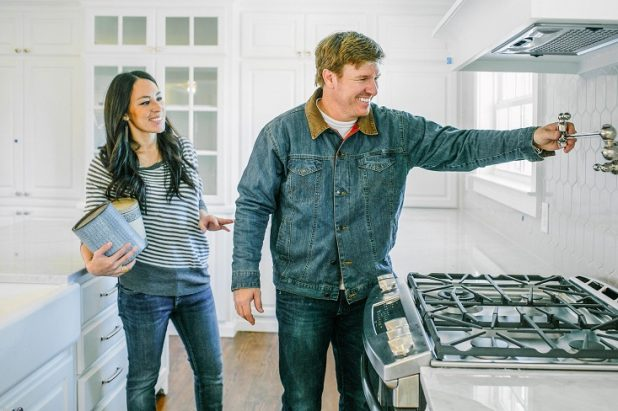 39 fixer upper 39 stars face surprising backlash over baby news entertainment daily. Black Bedroom Furniture Sets. Home Design Ideas