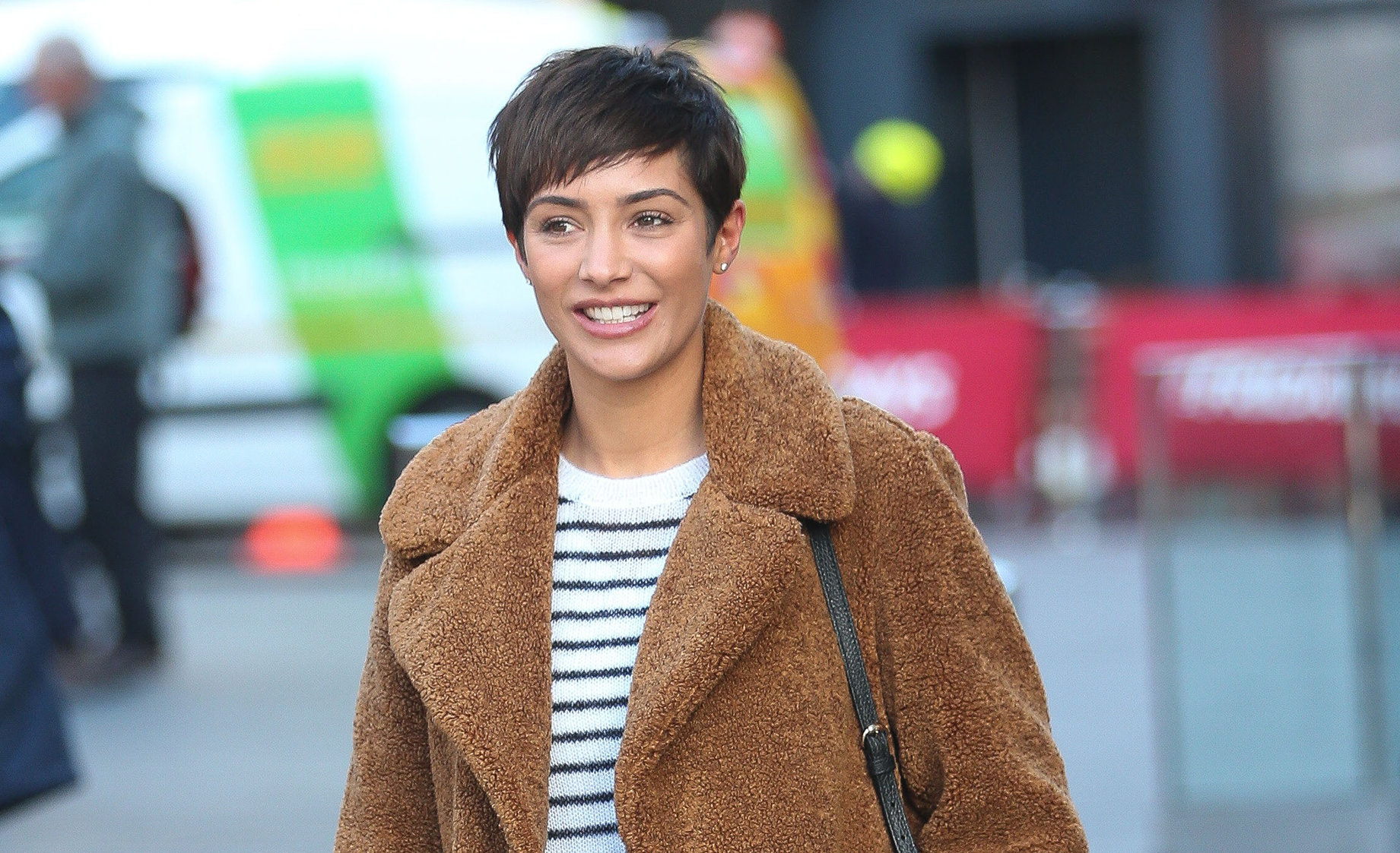 Frankie Bridge posts ridiculously cute pics of her kids welcoming Daddy home