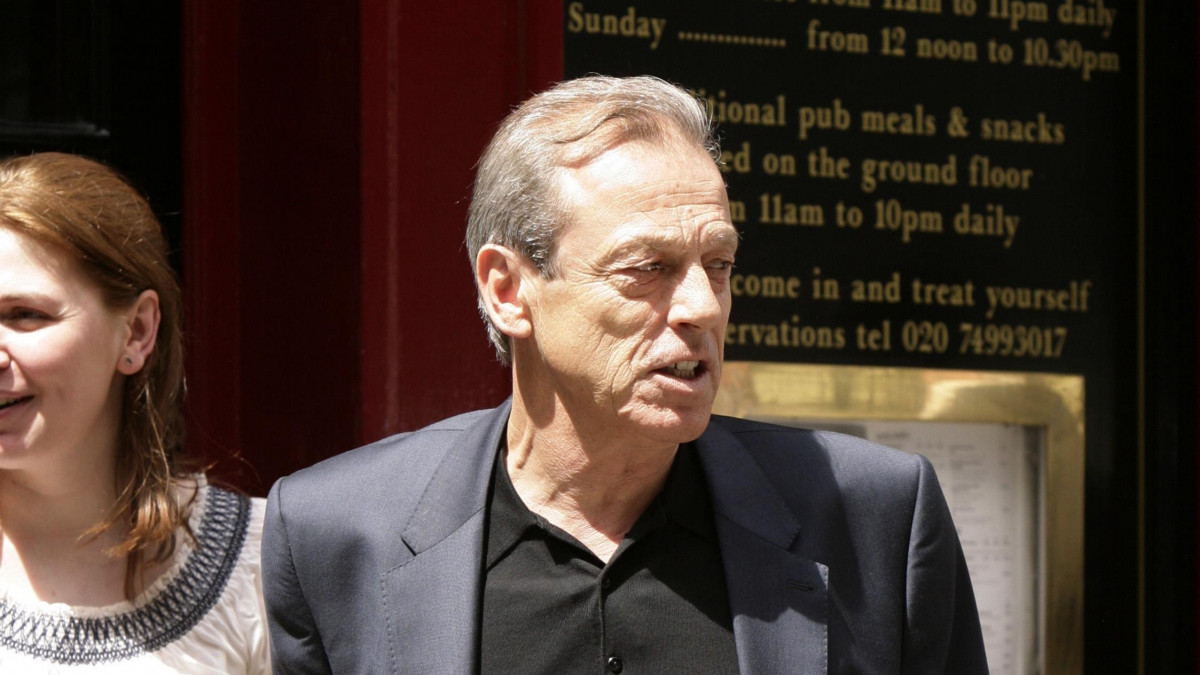 EastEnders star Leslie Grantham, 71, 'fighting for his life'