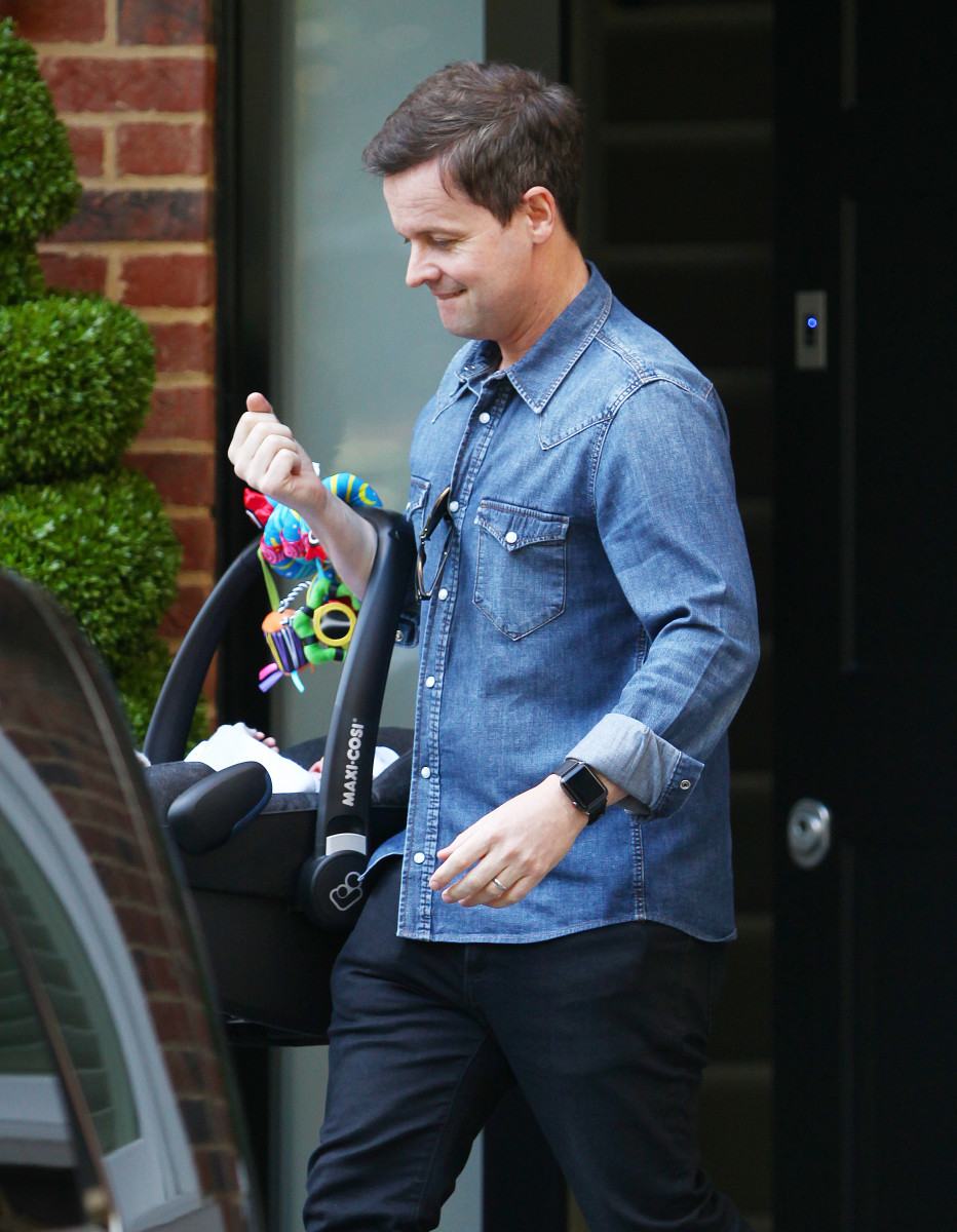 dec donnelly pictured with baby isla after her beautiful birthday gift