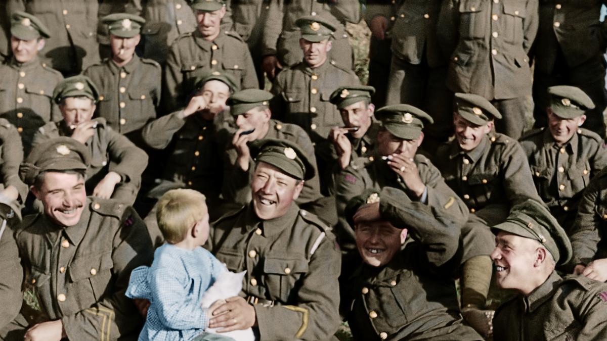 "Sir Peter Jackson's First World War film hailed as ""extraordinary"""