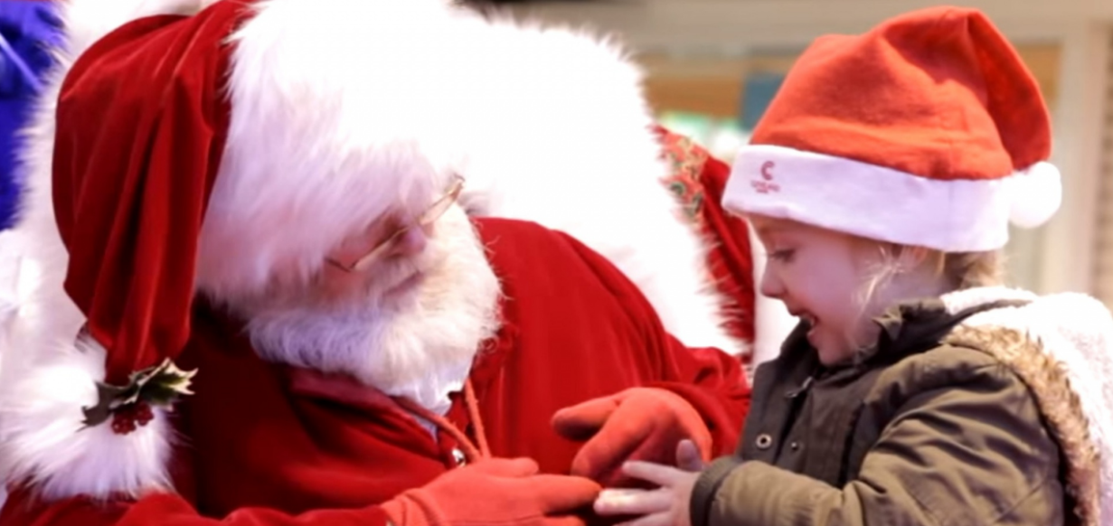 This video of Santa using sign language with a deaf girl is emosh!