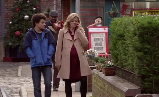 What IS going on with pregnant Leanne's walk?
