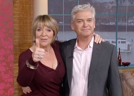 Fern Britton returns to This Morning!