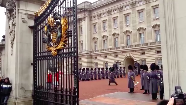 """""""Highly unusual"""" emergency meeting called at Buckingham Palace"""