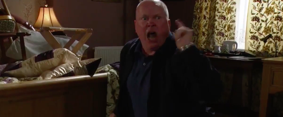 Viewers agree that Phil Mitchell DIDN'T drive Lisa mad