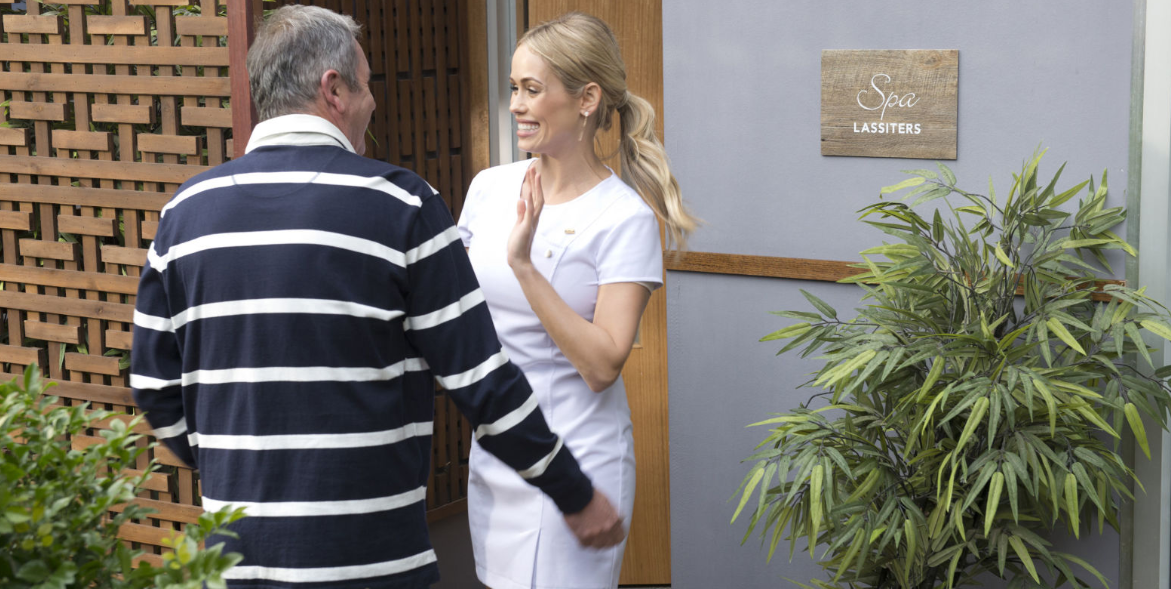 Neighbours SPOILER: Is Karl Kennedy CHEATING on Susan?