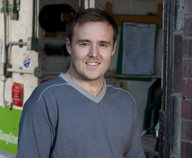 Corrie favourite Alan Halsall reveals new photos after hair transplant surgery