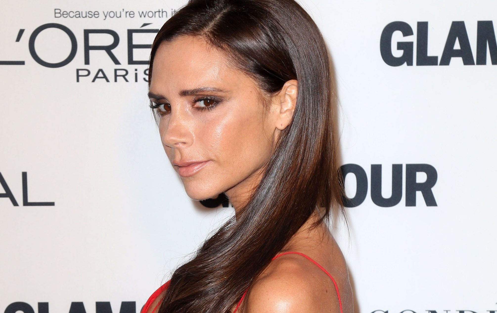 "Victoria Beckham stuns fans with ""best cake ever"" for her mum's birthday"
