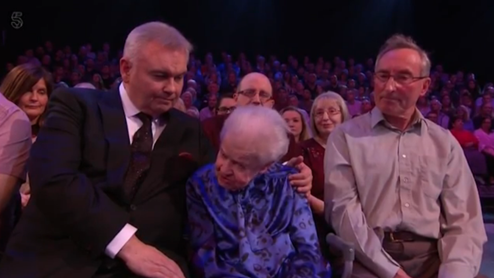Eamonn Holmes comforts 91-year-old victim of fraudster on Do The Right Thing