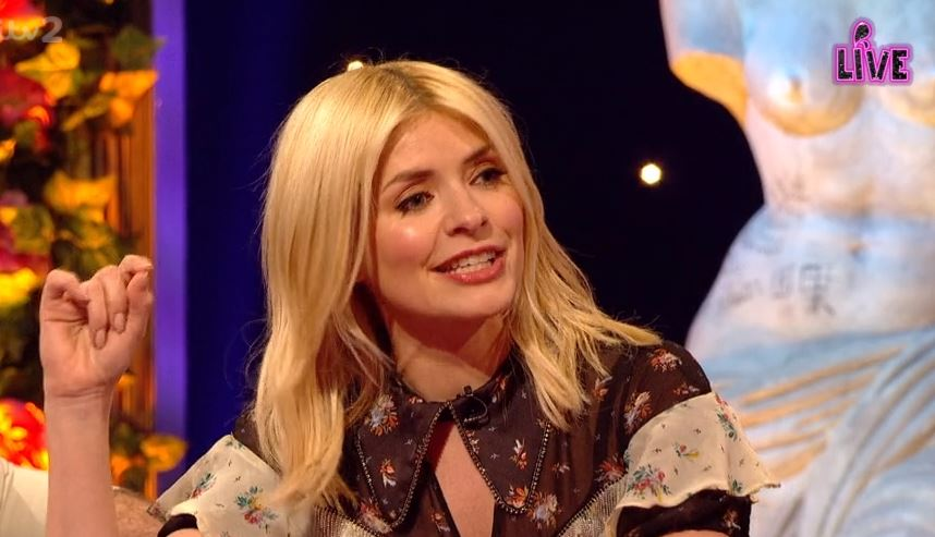 "Holly Willoughby thanks Russell Brand for keeping her ""calm"" while giving birth"