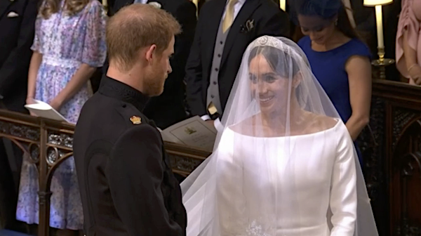 Royal Wedding Kiss.Breaking Royal Wedding The First Kiss Entertainment Daily