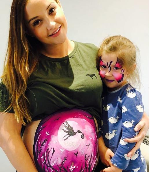 Pregnant Jacqueline Jossa (Credit: Instagram)