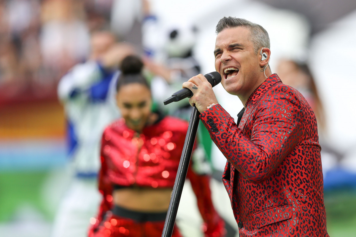 Everyone's making the same joke about Robbie Williams at World Cup