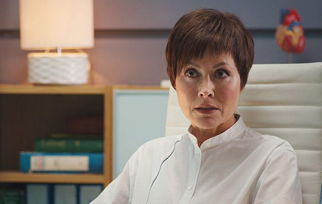 Casualty actress Amanda Mealing reveals dramatic new look