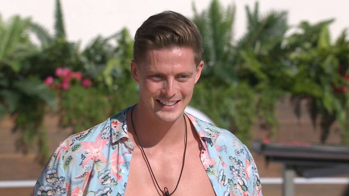 "Love Island newcomer Ellie Brown ""in love"" with Dr Alex George"
