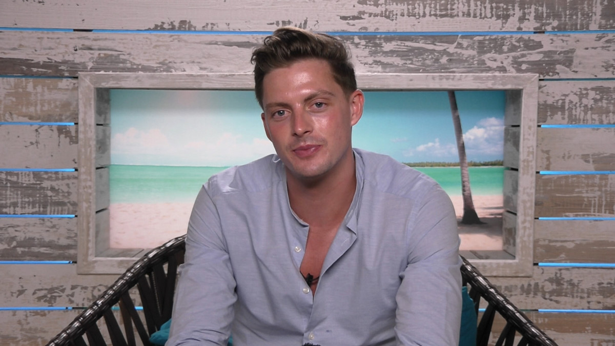 Love Island SPOILER: Alex changes tactics to woo new girls Zara and Ellie