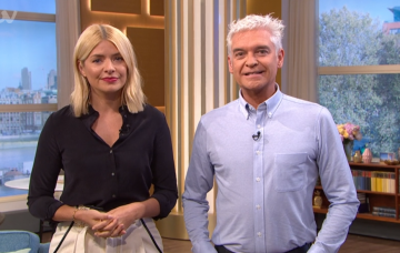 holly-willoughby and phil schofield on This Morning (Credit: ITV)