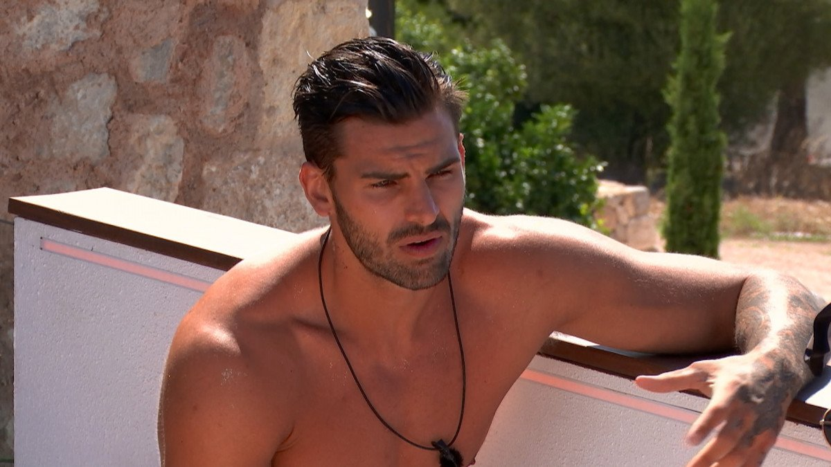 Love Island SPOILER: Adam apologises to Rosie after ditching her for Zara