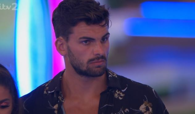"Love Island's Zara warns Adam he needs to ""make some effort"" if he wants her"