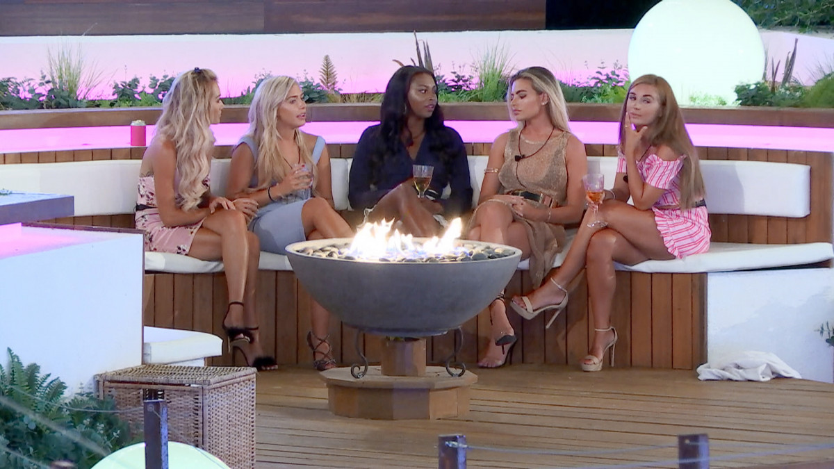 Love Island's Megan gets advice from the girls