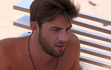 Dani Dyer and Jack Fincham on Love Island (Credit: ITV2)