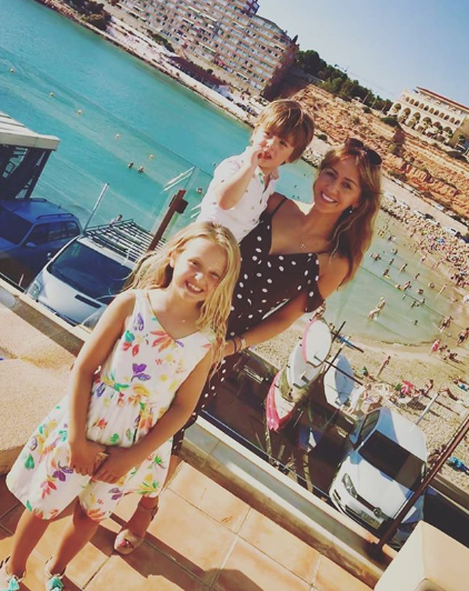 Samia Longchambon and her kids