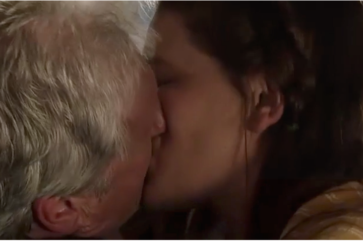 Jim and Hannah kiss