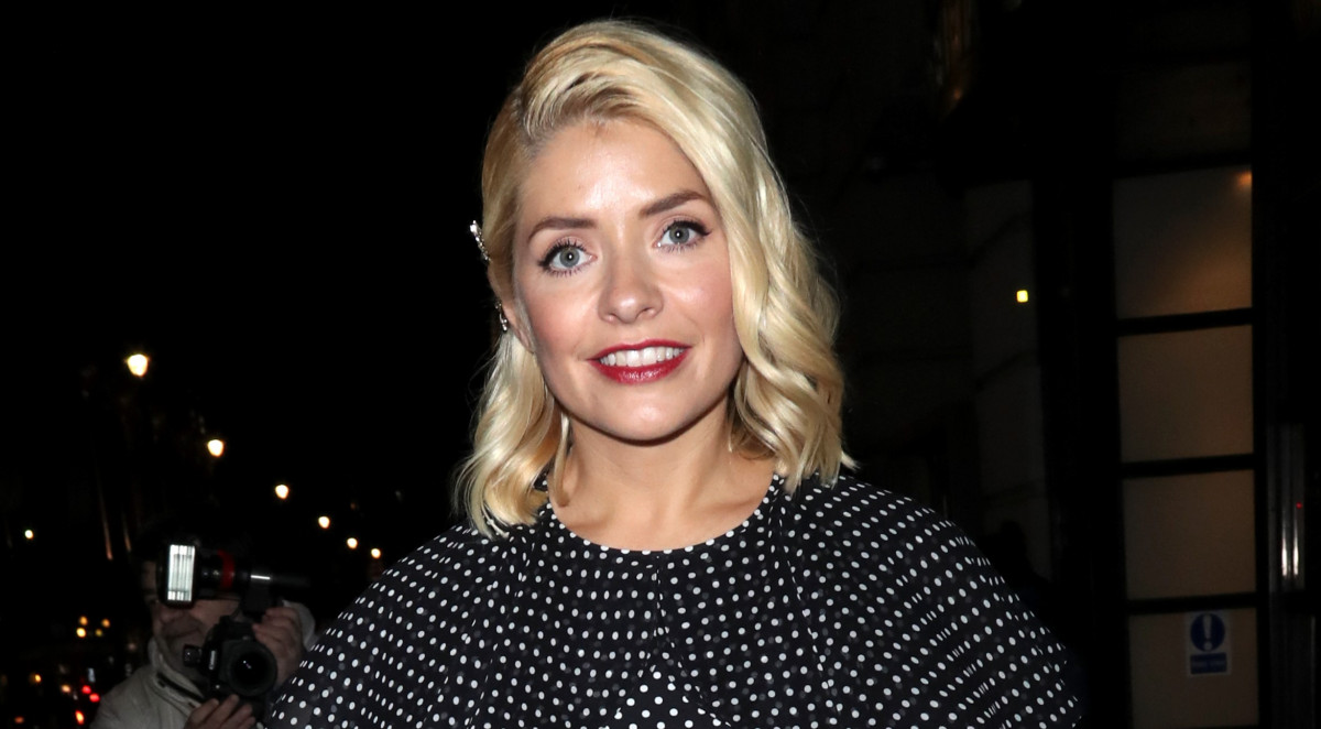 Holly Willoughby shares sweet pic as she enjoys night out with celebrity pals