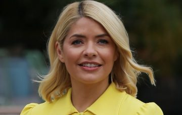 Holly Willoughby and Philip Schofield filming outside ITV Studios