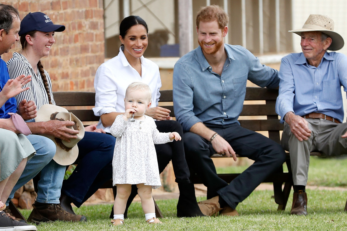Prince Harry, Duke of Sussex and Meghan, Duchess of Sussex visit a local farming family, the Woodleys, on October 17, 2018 in Dubbo, Australia. The Duke and Duchess of Sussex are on their official 16-day Autumn tour visiting cities in Australia, Fiji, Tonga and New Zealand. (Photo by Chris Jackson - Pool/Getty Images)