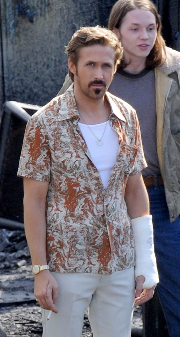 """Actor Ryan Gosling spotted taking a smoking break on the set of """"The Nice Guys"""