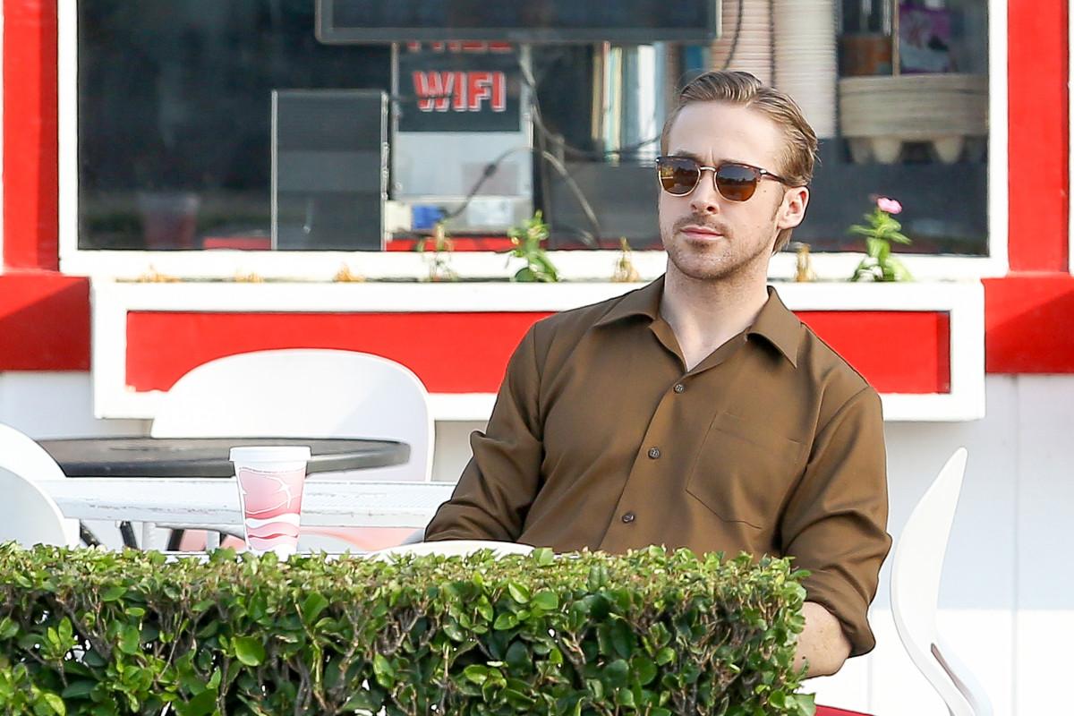 Ryan Gosling takes a coffee break on the set of 'La La Land'