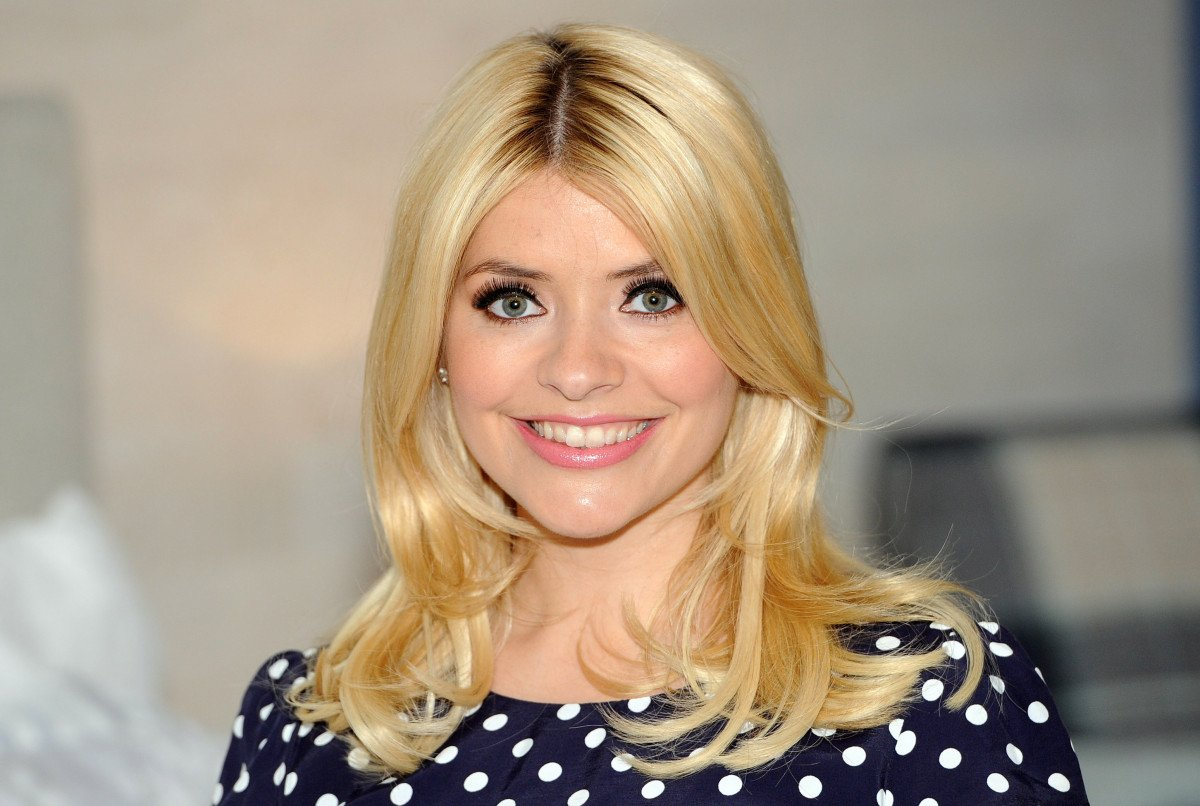 Holly Willoughby and lookalike mum show off matching hairdos in new pic