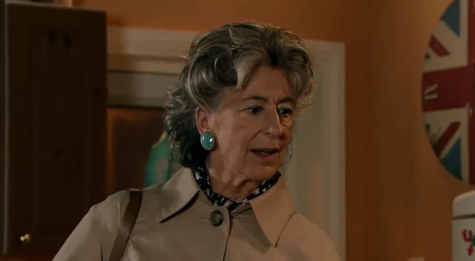 Evelyn in Vera's earrings