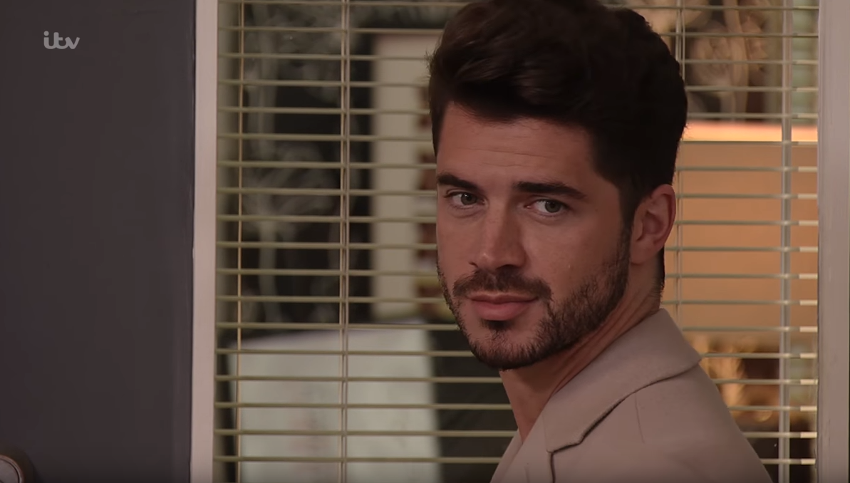Sam Robertson to sign a new Coronation Street deal