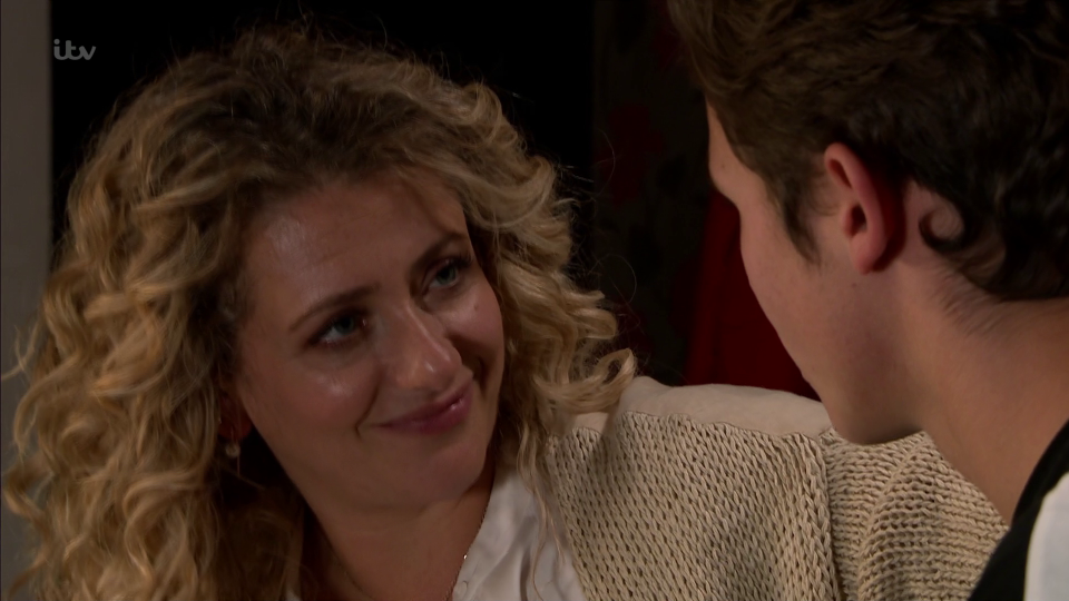 Emmerdale Fans Freak Out As Maya And Jacob Kiss In -2366