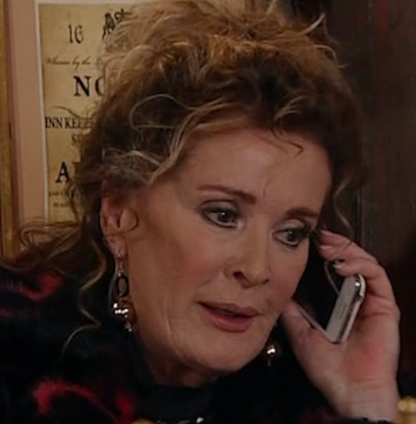 Coronation Street's Liz McDonald in huge phone blunder