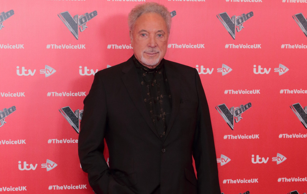 Sir Tom Jones admits he blames himself for his wife's death