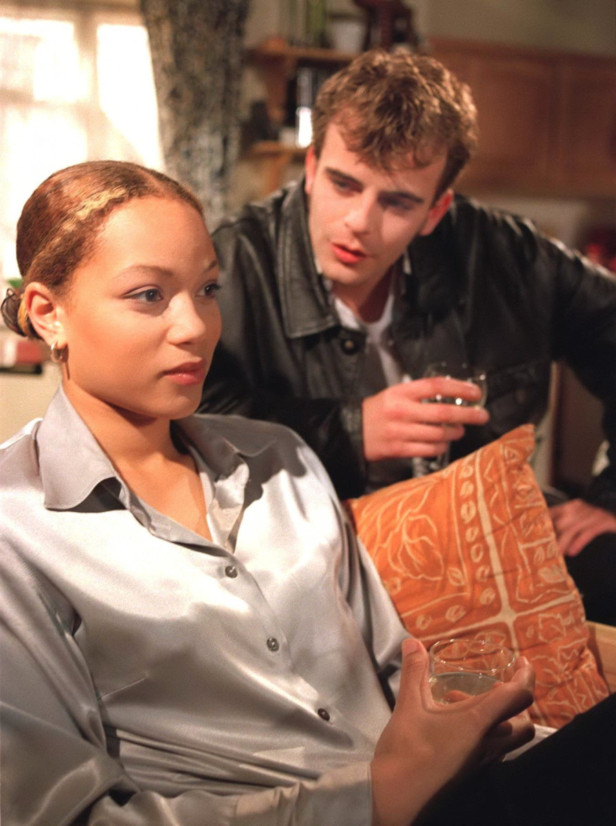 ITV ARCHIVE 'Coronation Street' TV - Fiona Middleton [Angela Griffin] and Steve McDonald [Simon Gregson] 1997 Image ID: 669631ir Featured in: ITV ARCHIVE Photo Credit: ITV/Shutterstock